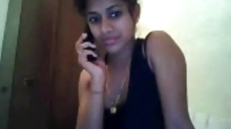 See sexy Indian sweetheart talking on the phone during the time that in front of livecam at masturbating.