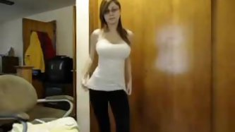 People love to watch me as I play with my huge bosoms online. In this webcam video I exposed my sexy tits and danced seductively to make my viewers ha