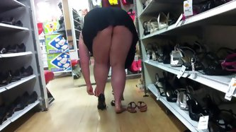 Shoe shopping upskirt, No panties - Voyeur porn tube video