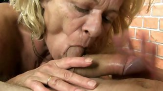 Wanna feel a mature cunt on your face bro? That lucky dude gets it all. Experienced mommy sits on his face and blows his white cock at the same time.