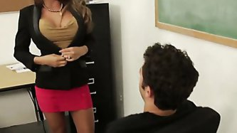 Collegiate football player Giovanni is failing one of his classes, so he goes to see Professor Madison Ivy about raising his grade. When she runs down