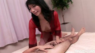 Real Japanese geisha is pleasing a sugar daddy, who is her long-term lover. She rubs his sturdy penis with hand before she sticks it insider he insati