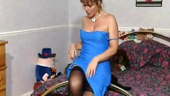 British MILF plays with herself on the bed - MILF porn tube video