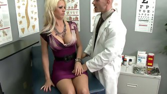 Voluptuous blonde Tanya James comes to gynecologist. He examines her sexy body and takes off her panties. Then he fingers and eats her juicy pussy.