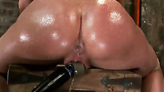 Amy Brooke has her amazing gaping ass fucked & hooked. Made to cum & squirt so hard her ass rosebuds - BDSM porn tube video