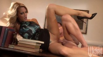 If sexy blonde milf Jessica Drake wants to fuck, she can even fit on the small office desk. This dude drills her pussy and bangs her from behind befor