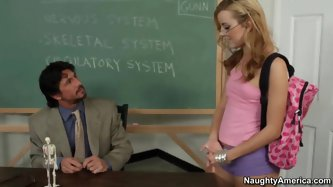 Jessie Rogers is having a difficult time understanding the penis … in anatomy class. So she approaches Professor Gunn and confronts him with her issue