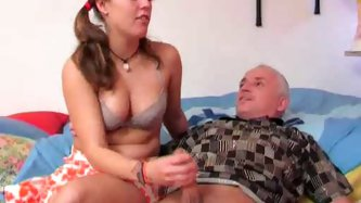 Old guy in ponytail gets handjob from cutie - Teen Porn