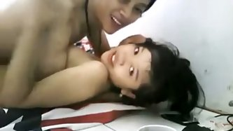 This horny Asian couple gave me a great webcam sex show online. They start by kissing and fondling each other before he starts to fuck her and she giv